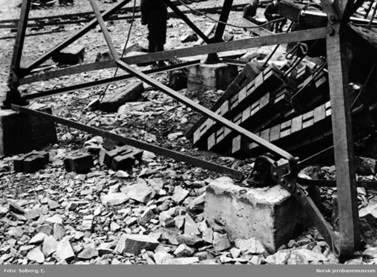 Ofotbanens elektrifisering : uhell ved montering av kraftledningsstolpe