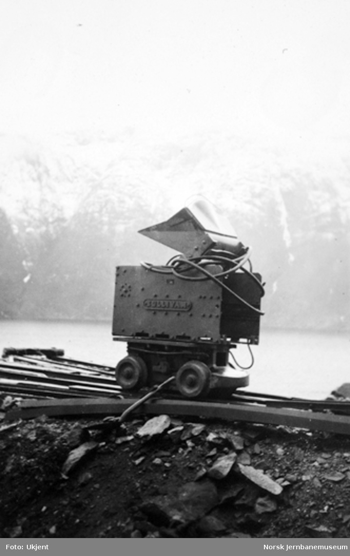 Vossebanens ombygging : Joy Sullivan lastemaskin ved Kattegjelet tunnel
