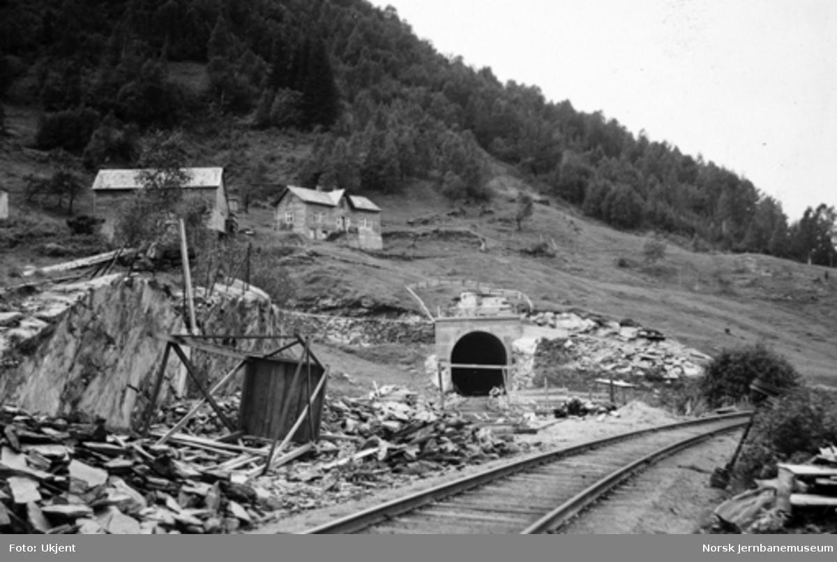 Vossebanens ombygging : østre innslag Kattegjelet tunnel
