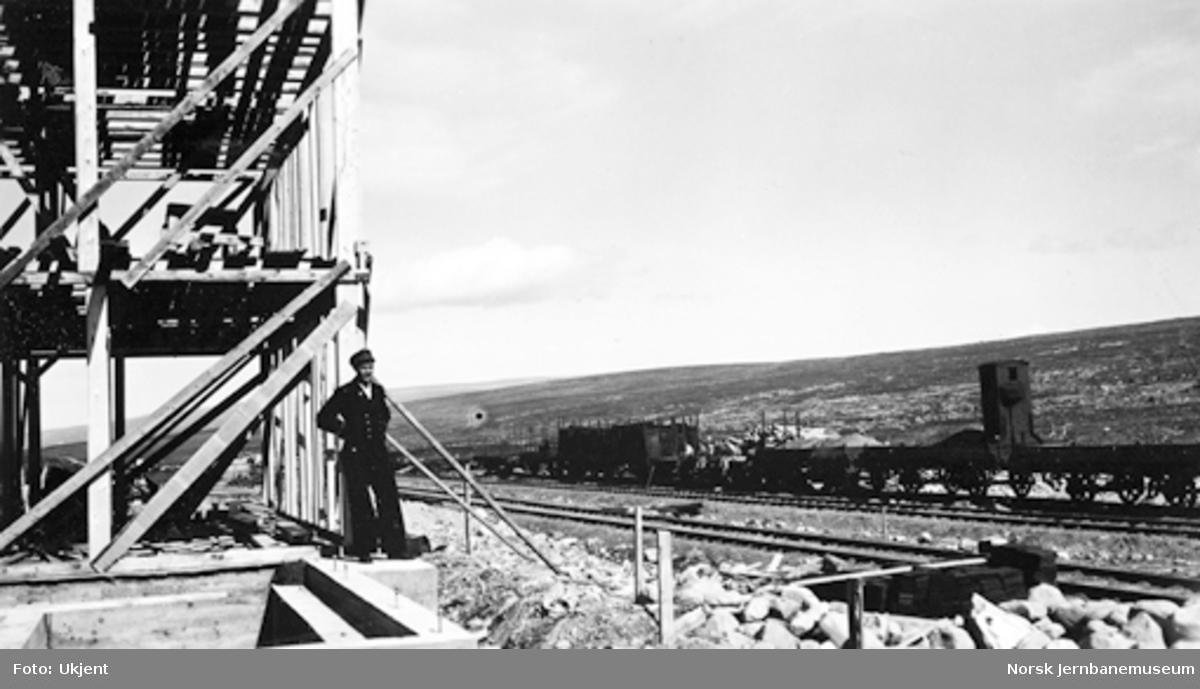 Stødi stasjon : bygging av stasjonsbygning