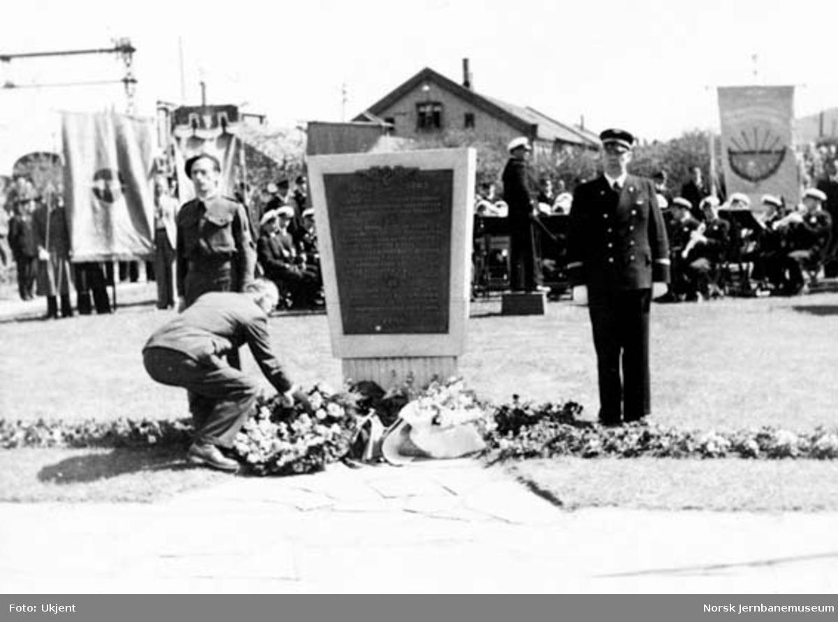 Avduking av minnetavle over falne NSB-ansatte i Drammen distrikt under 2. verdenskrig