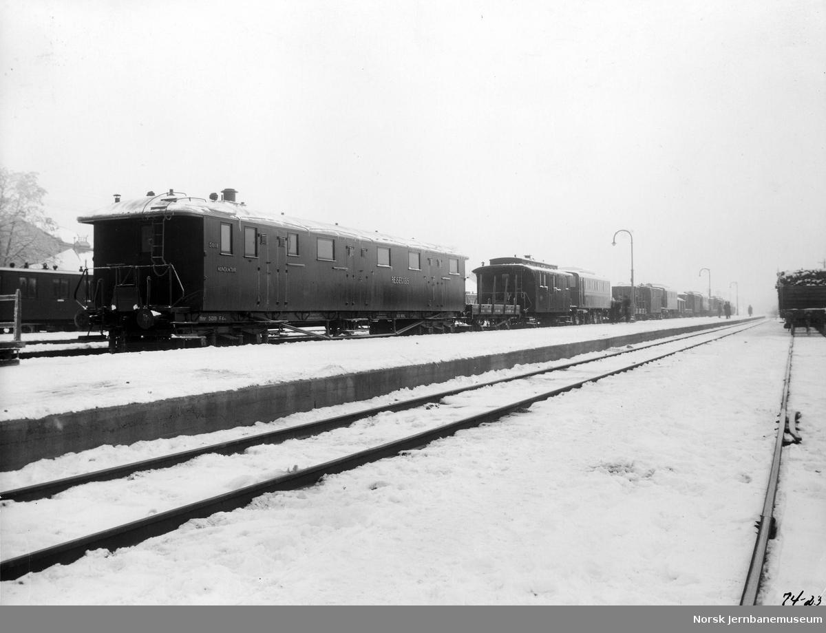 Transport av nye elektriske lokomotiver type El 5 fra Hamar til Hovedbanen; vogn Fdo nr. 5019 nærmest