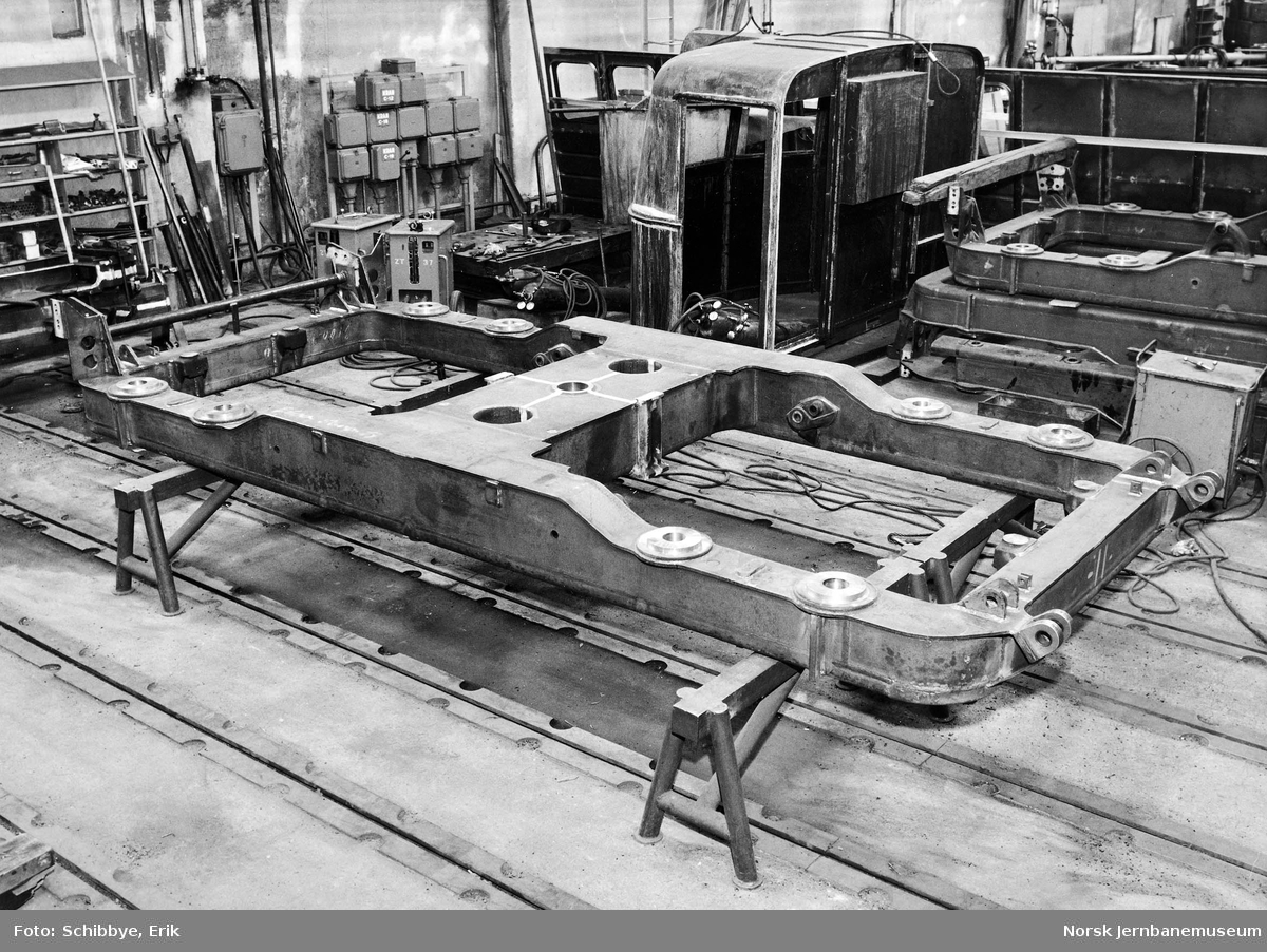 Elektriske lokomotiver El 13 under bygging på Thunes mek. Verksted : boggiramme
