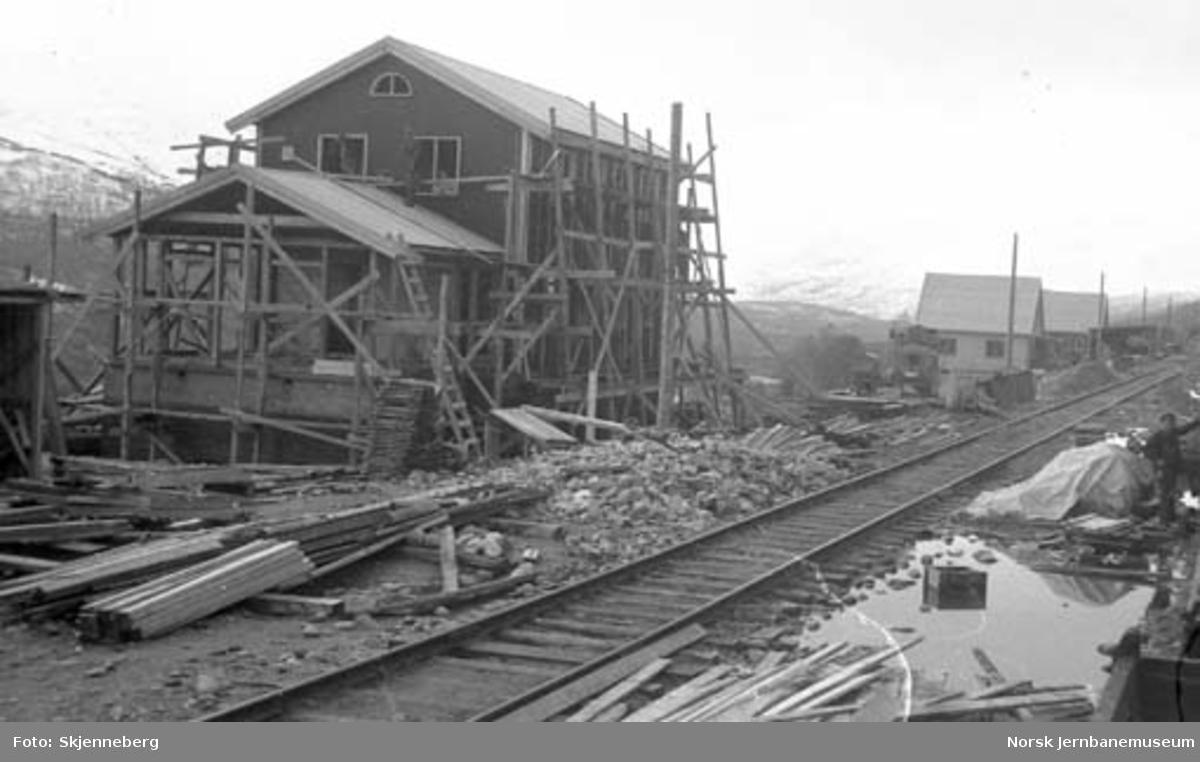 Krokstrand stasjonsbygning under oppførelse