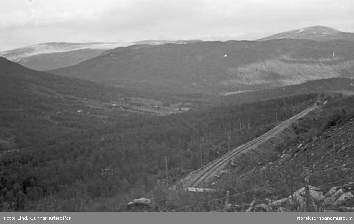 Nordlandsbaneanlegget : linjen nordover, sett fra tunneltaket Storvoll tunnel