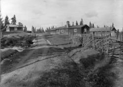 Øvre Rendal, Nord-Østerdal 1920 årene. Seterbuer, vei, skiga