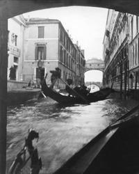 Sukkenes Bro taget indenifra en af Kanalbroene. Vi er selv i