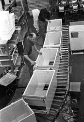 Serie. Produksjon av kjøleskap hos KPS i Sarpsborg. Fotograf