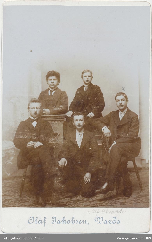 Gruppeportrett, fem unge menn