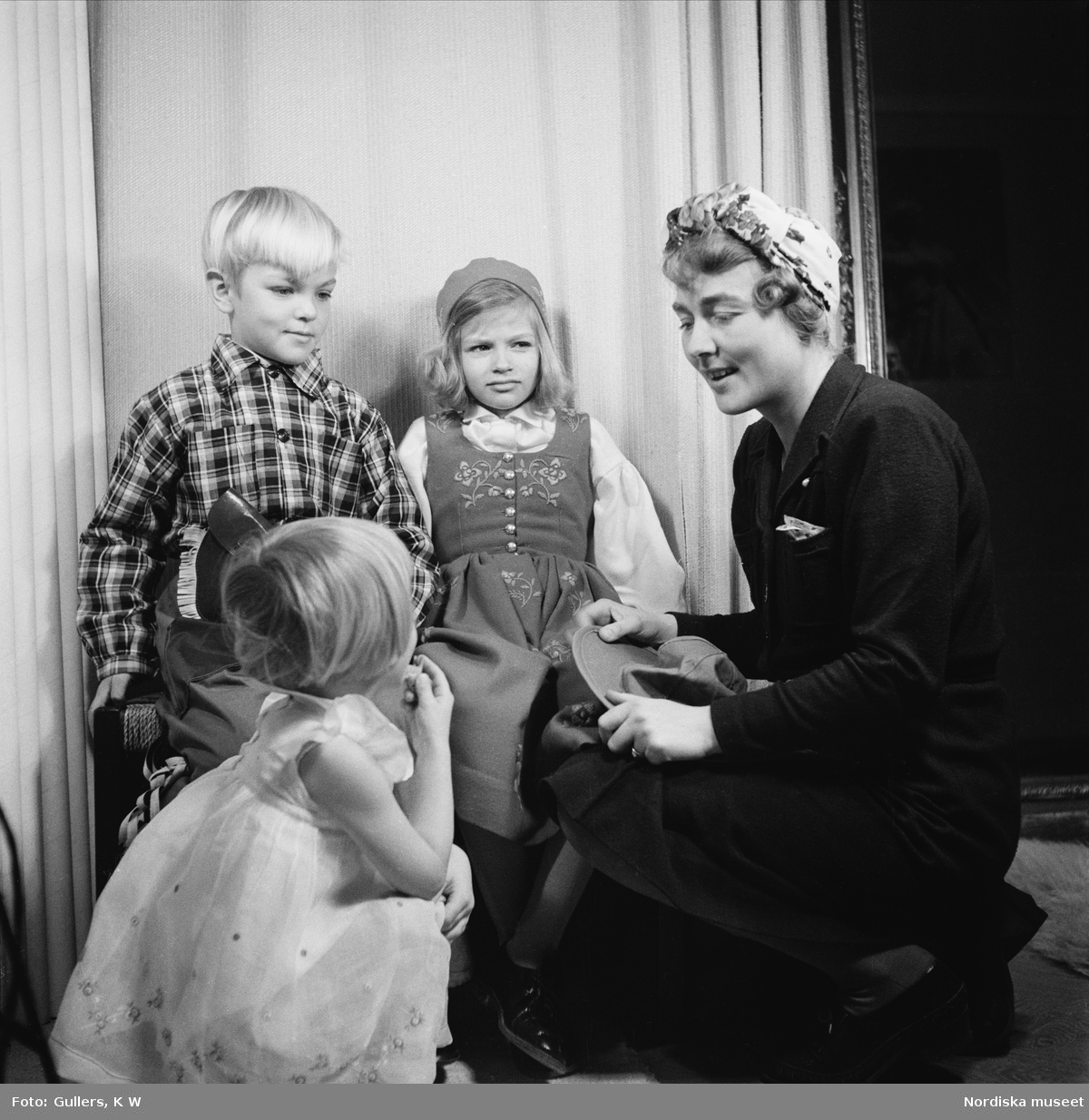 Porträtt av skådespelaren Edvin Adolphsons barn, sonen Olle Adolphson (1934-2004) och dottern Kristina Adolphson (född 1937).