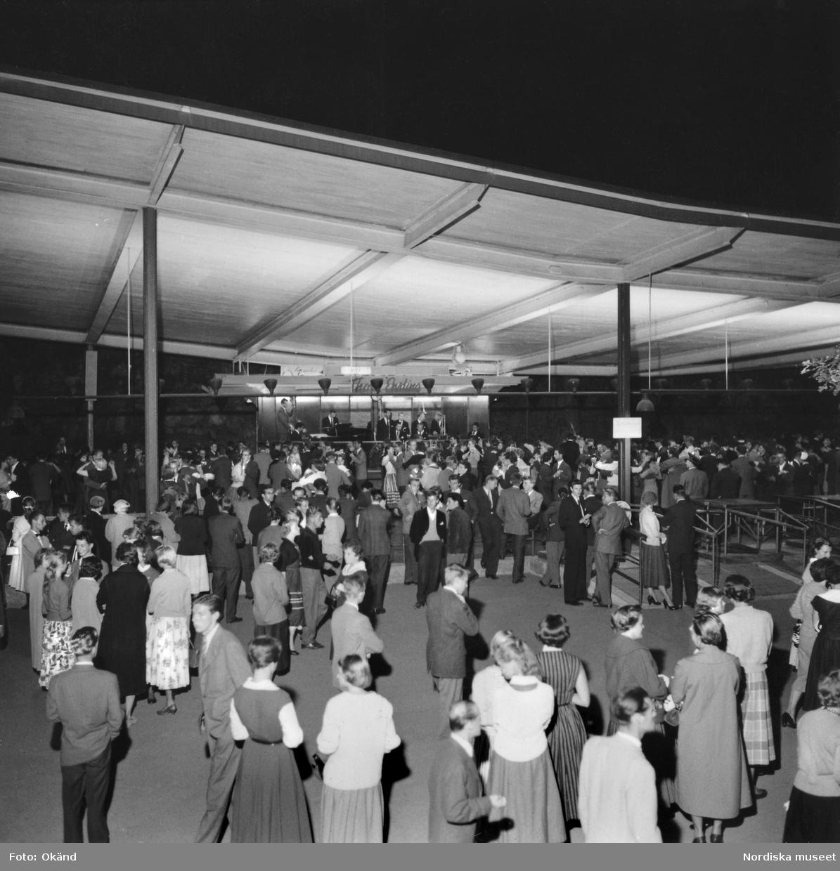 Dansbana på Skansen år 1955. Thore Ehrlings orkester spelar.