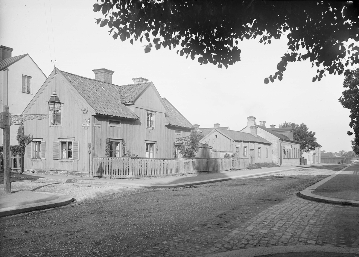 Gatukorsningen Kungsgatan - Linnégatan, Dragarbrunn, Uppsala 1901 - 1902