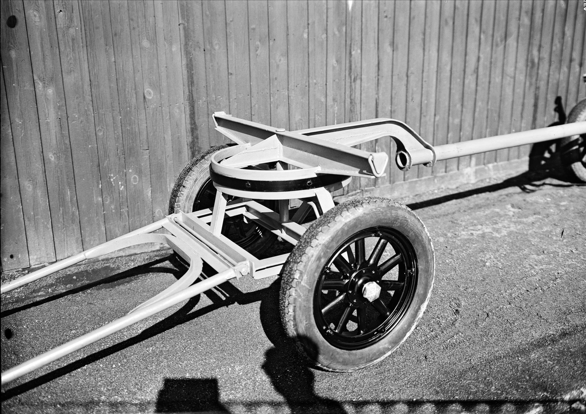 Gummihjulsvagn tillverkad av Pettersson & Barr Smides- och Mekanisk Verkstad, Vattholmavägen 16, Uppsala