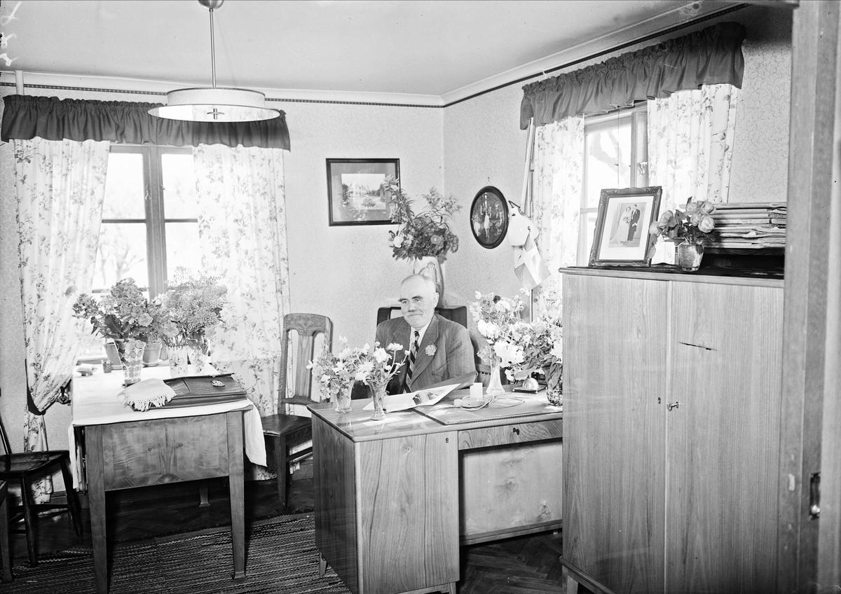 Födelsedagsporträtt -  Emil Pettersson, Örke, Skuttunge socken, Uppland augusti 1947