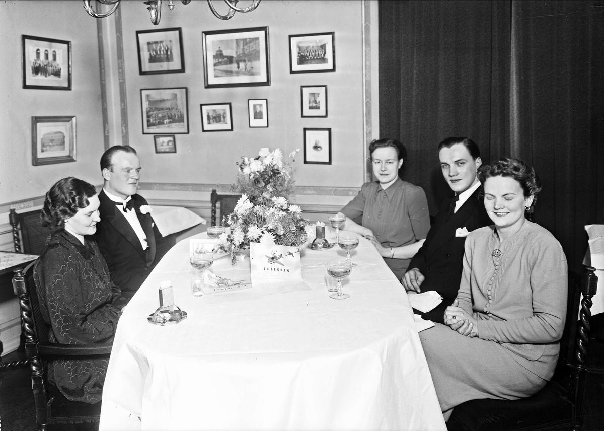 Bröllop - firande på Gillet, Uppsala november 1942
