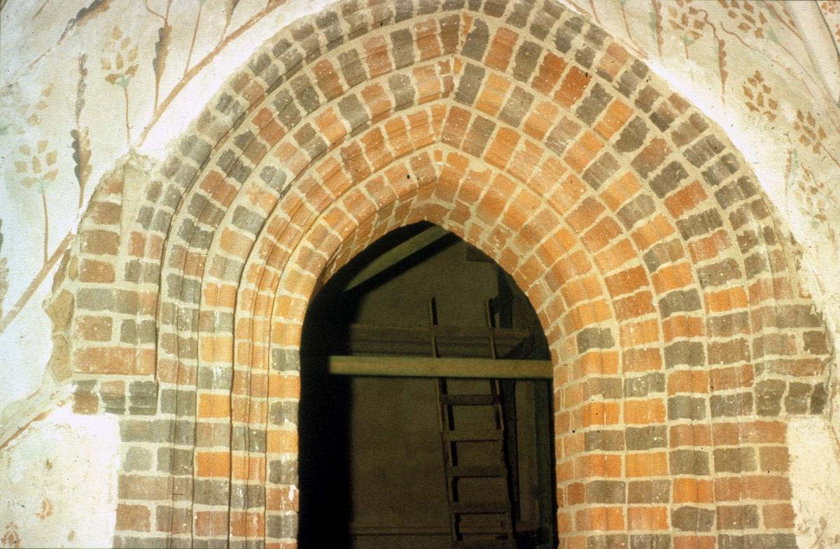 Portal, Knivsta kyrka, Knivsta socken, Uppland 1958