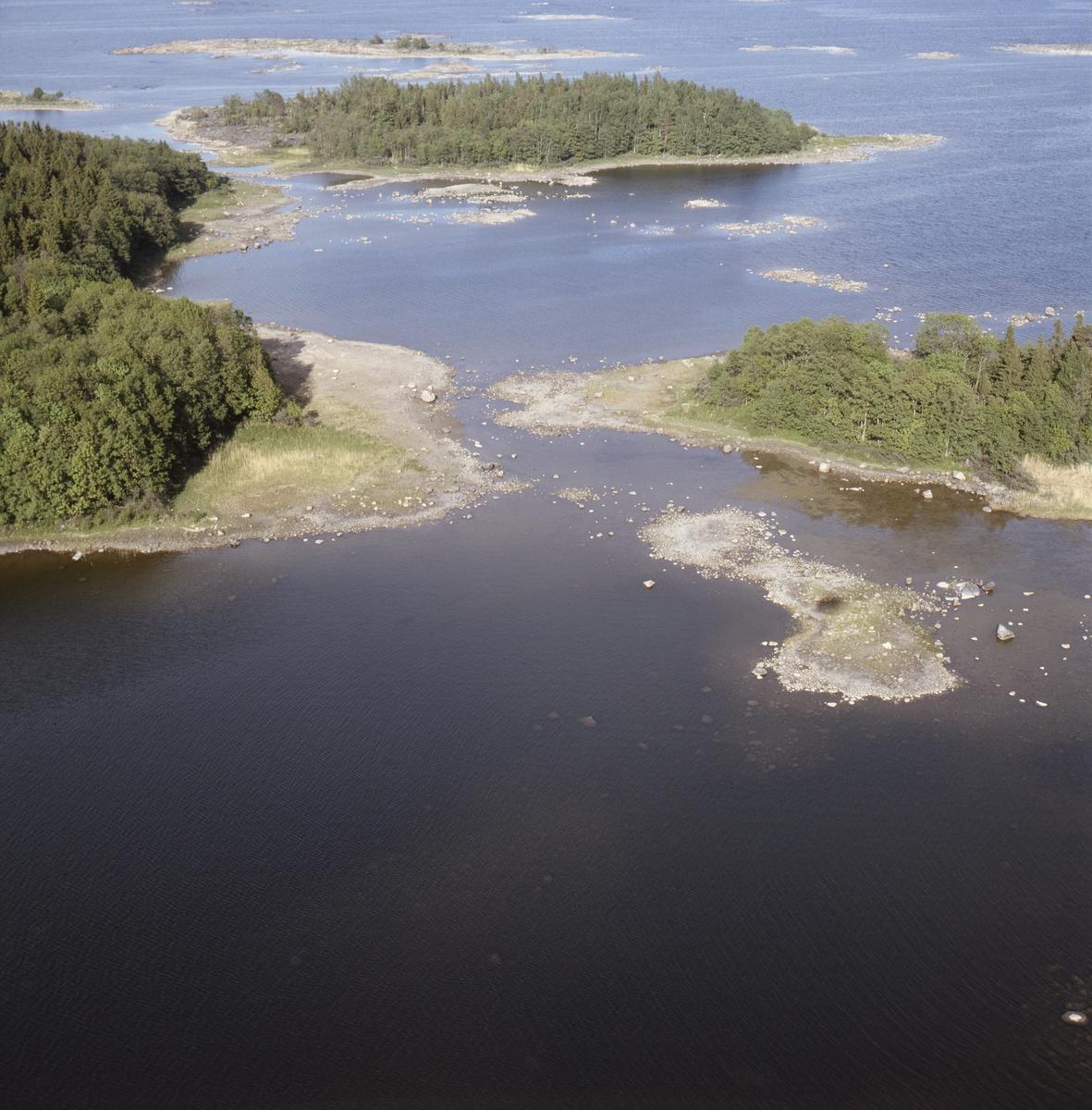 Vy över Örnstenen i Hållnäskustens naturreservat, Hållnäs socken, Uppland, juni 1989