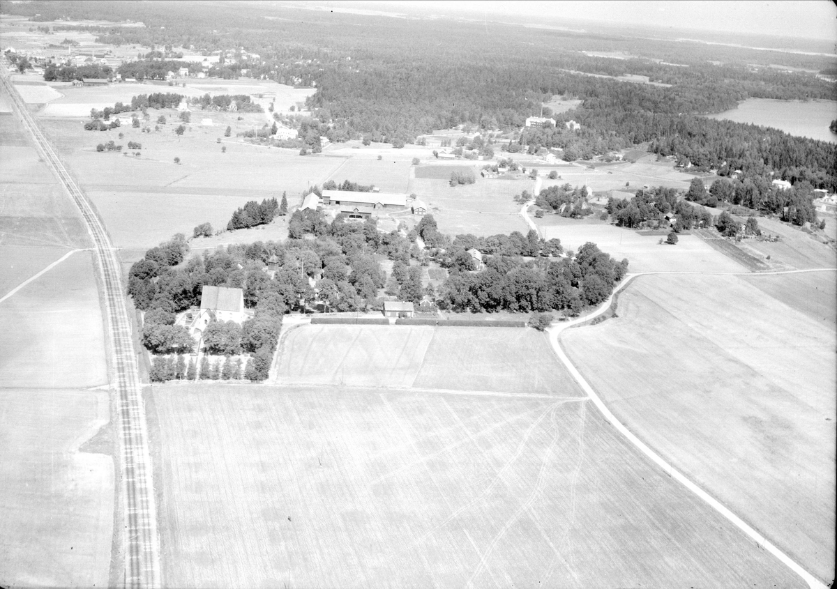 Flygfoto över Knivsta, Knivsta socken, Uppland 1947