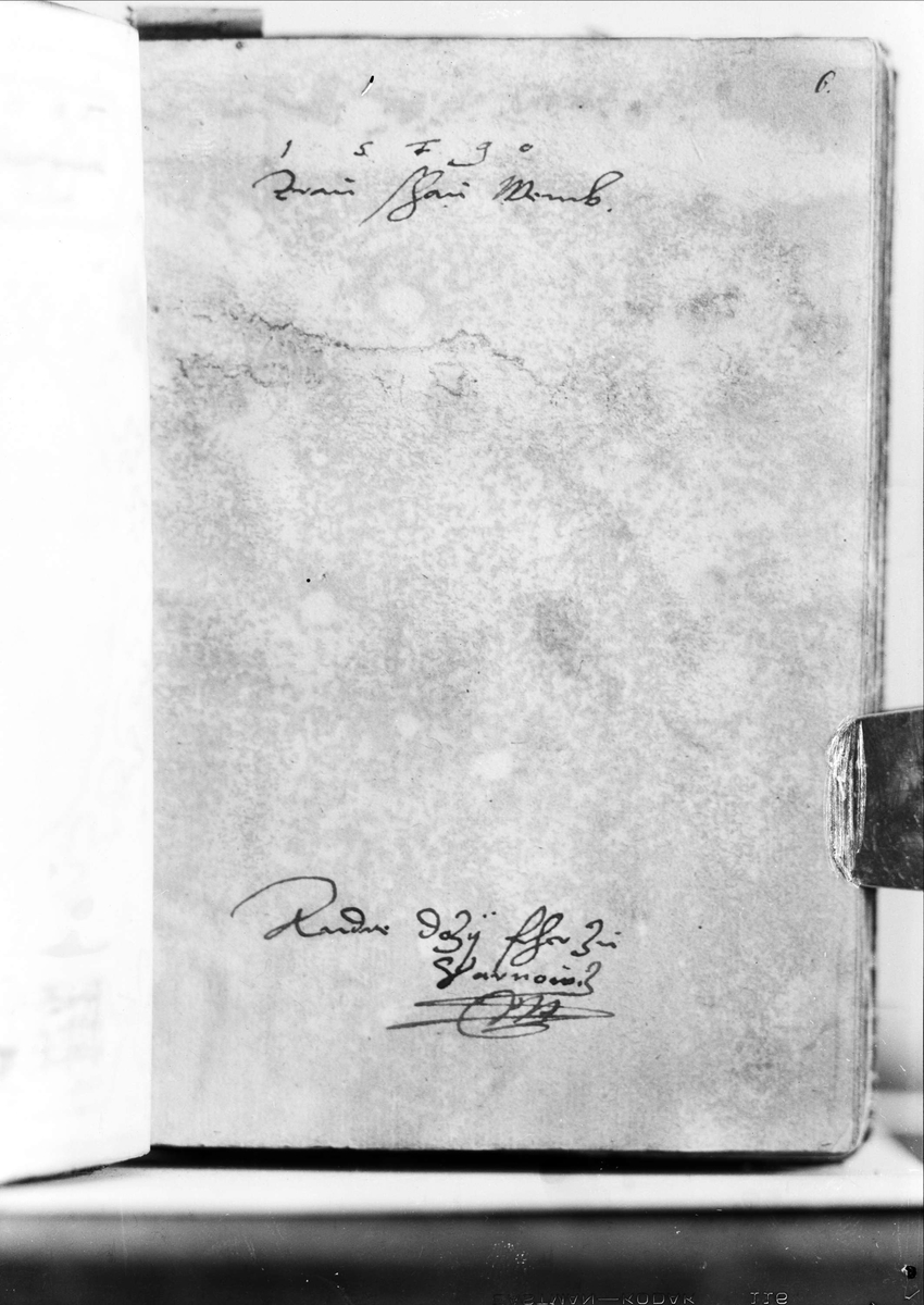 Sida ur bok, handskriven text