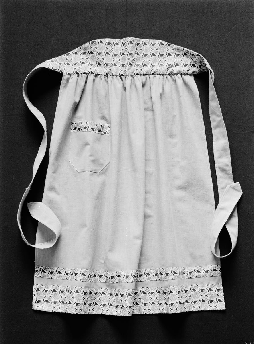 Förkläde - skolslöjd från Uppsala stads folkskolor, Uppsala 1944