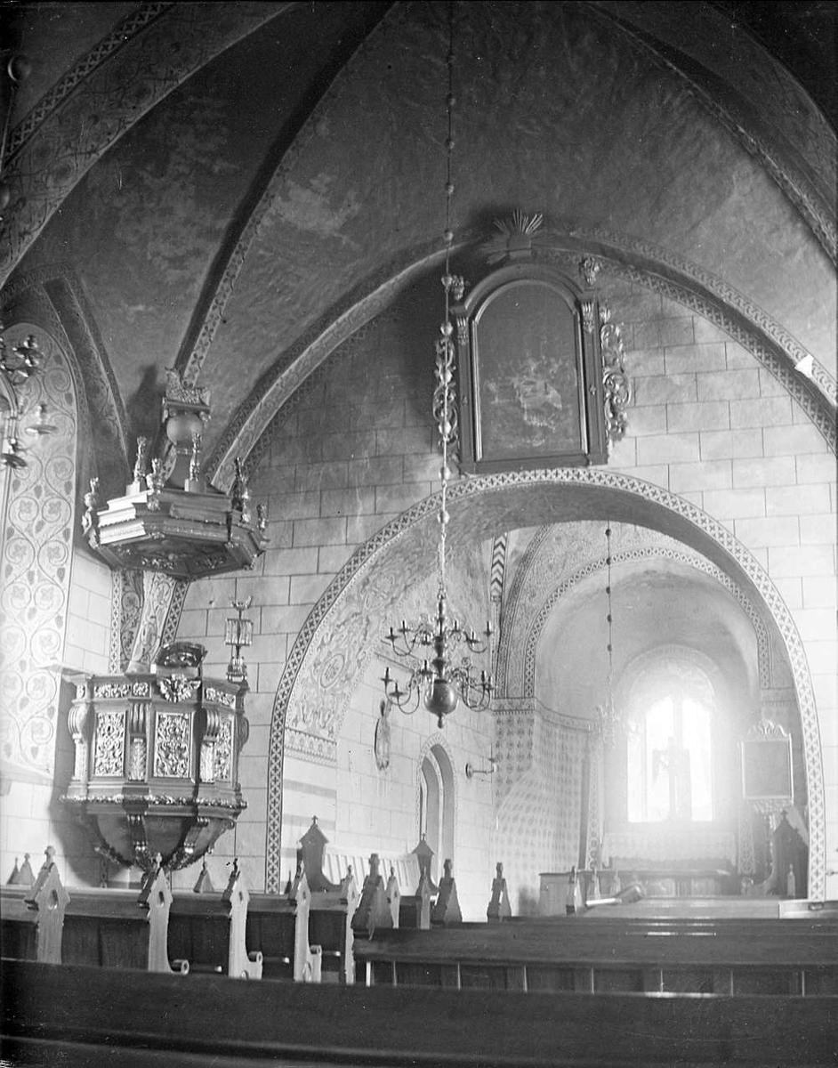 Interiör i Husby-Ärlinghundra kyrka, Husby-Ärlinghundra socken, Uppland år 1916
