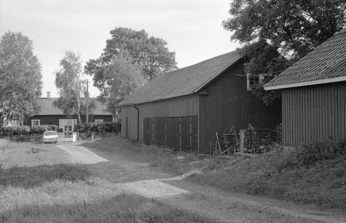 Lider, magasin, snickarbod och källare, Ängeby 2:3, Börje socken, Uppland 1983