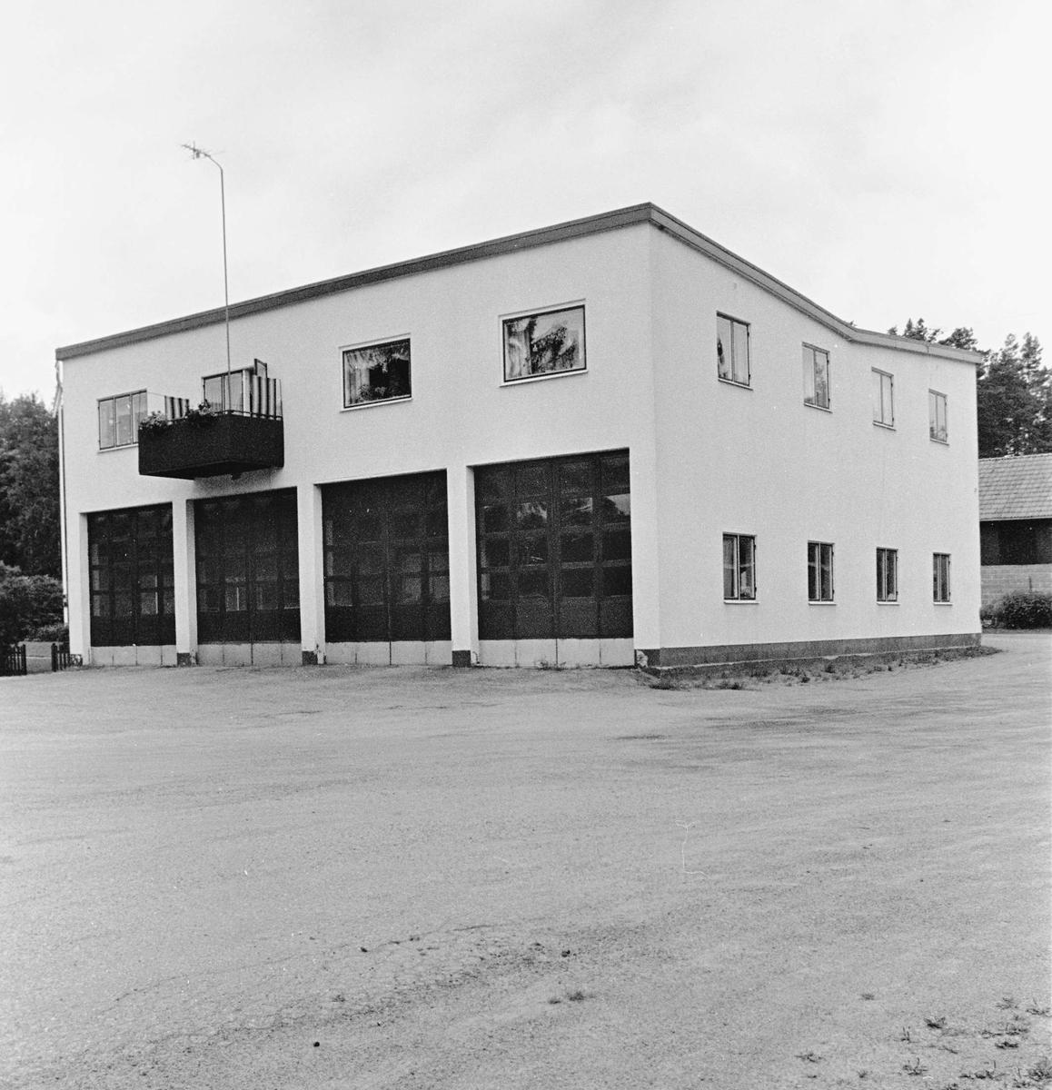 F d bussgarage och bostadshus, Hjälmunge, Hållnäs socken, Uppland 2000