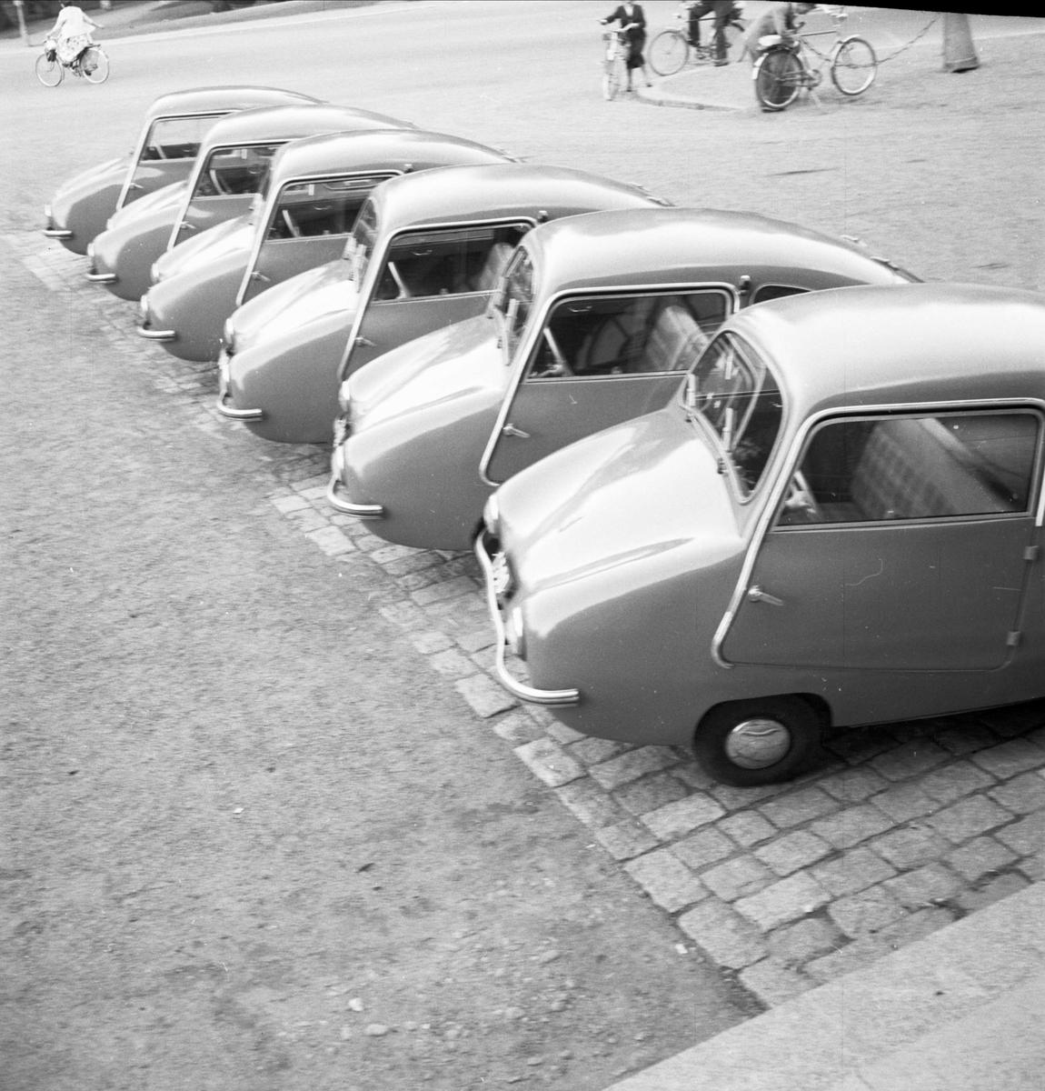 Mikrobilar utanför Carolina Rediviva, Uppsala 1954
