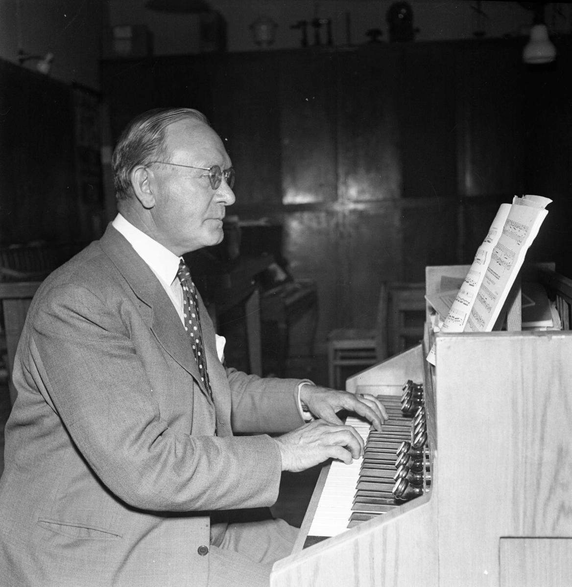 """""""Kantor pensioneras"""",  kantor och folkskollärare Knut Rimmerfeldt, Balingsta, Uppland 1954"""