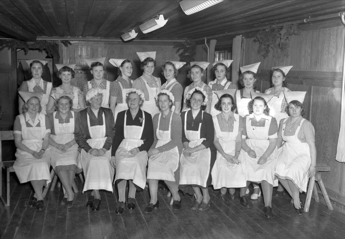 Avslutning på Kumlans Lanthushållsskola, Tensta socken, Uppland 1950