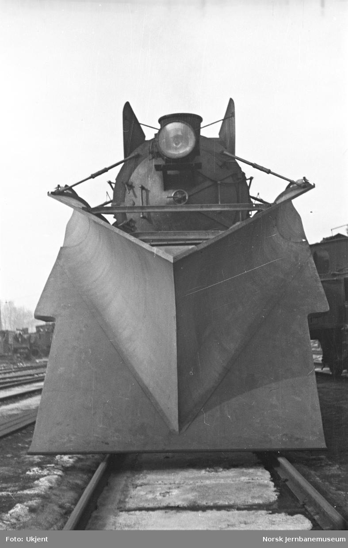 Stor frontplog montert på damplokomotiv type 31b nr. 450