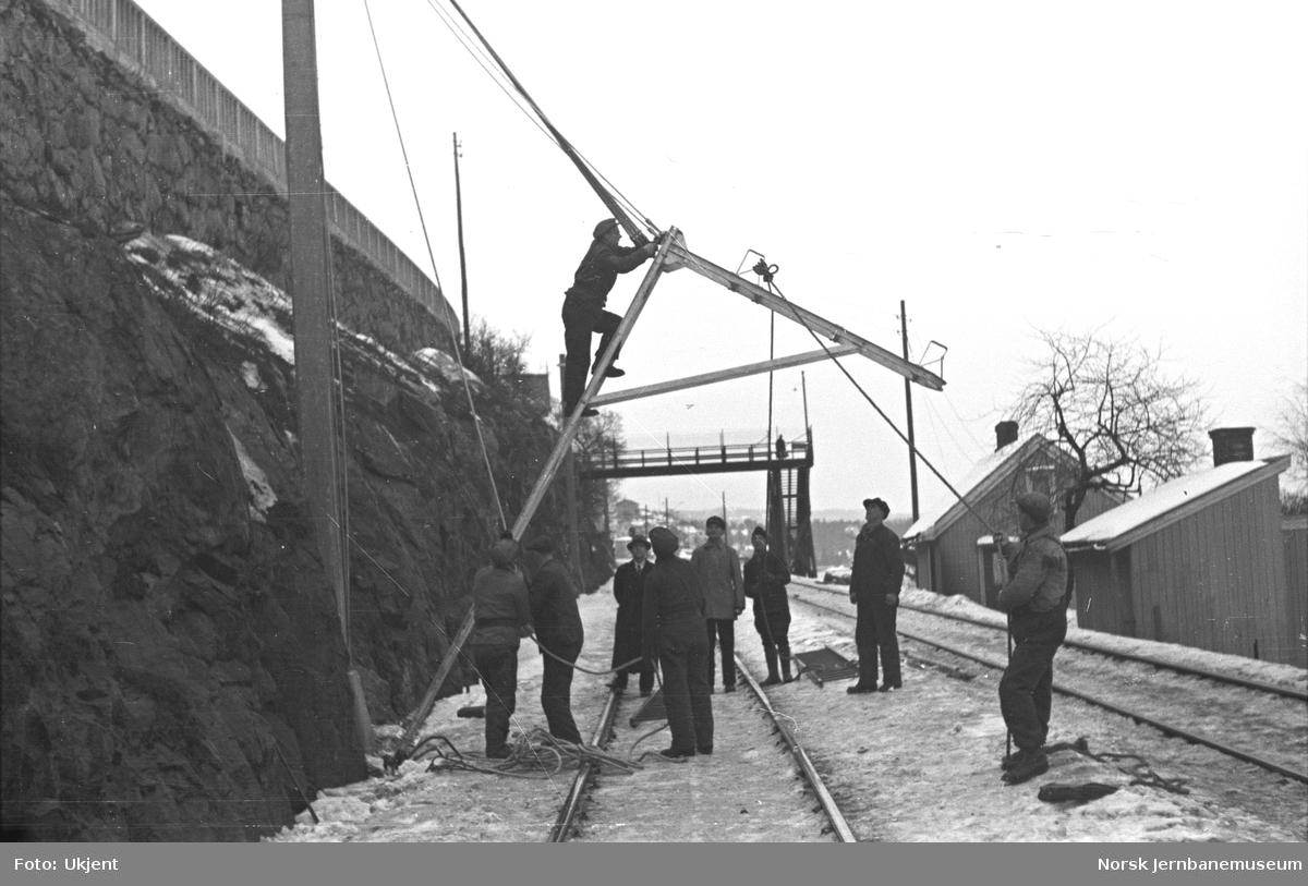Elektrifisering av Østfoldbanen : reising av master ved Grønlia