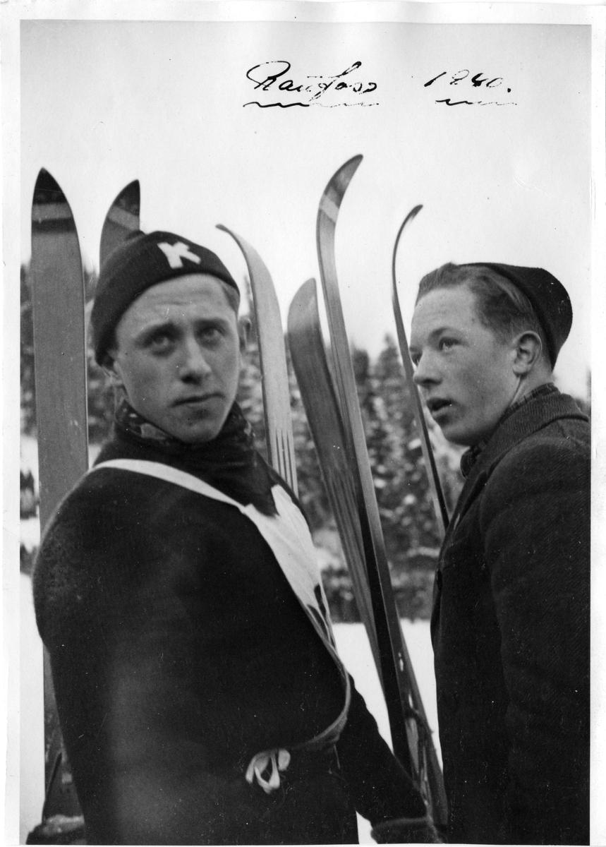 Petter Hugsted og Svein Lien (t.h.) under NM på Raufoss 1940. Petter Hugsted and Svein Lien in the National Championship at Raufoss in 1940.