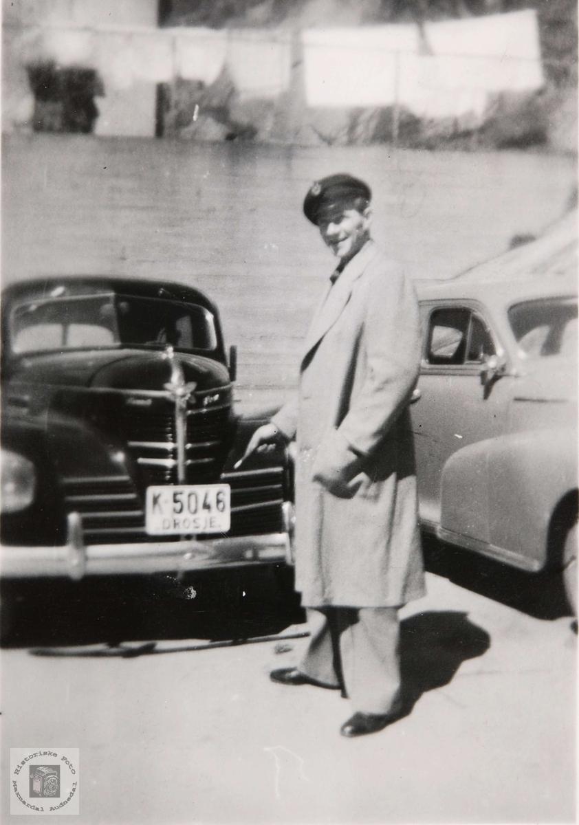 Drosjetrafikk i Mandal på 1950 tallet.
