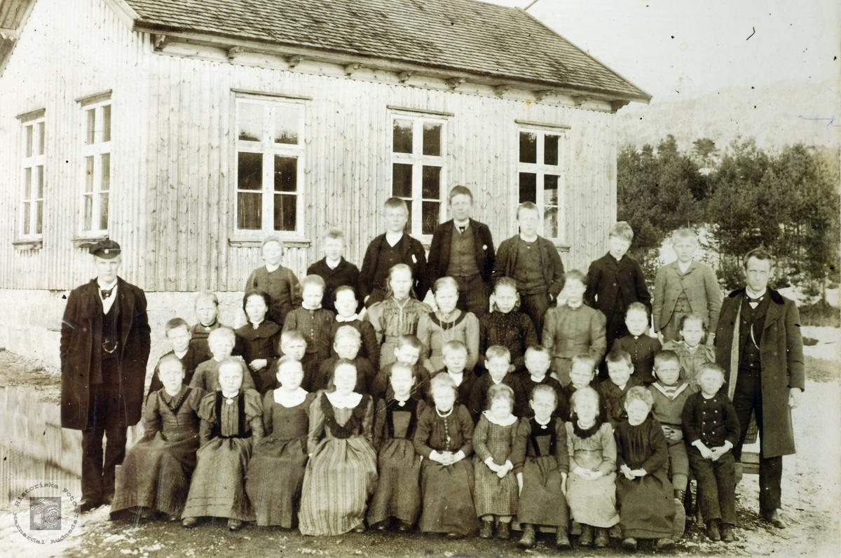 Skoleklasse fra Byremo med to lærere. Grindheim Audnedal.