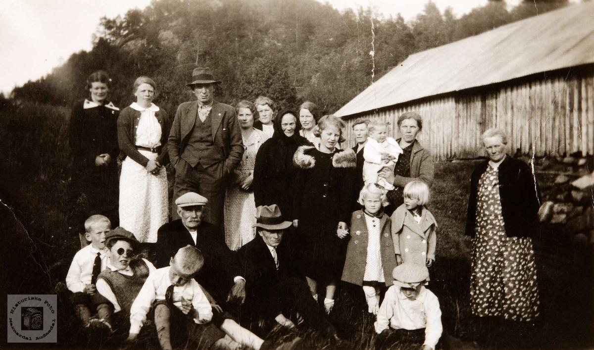 Familiesamling på Løvodden i Hauan, Birkeland i Konsmo Audnedal.