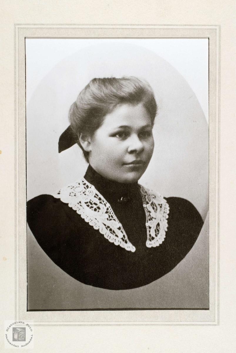 Portrett av Gunhild Kråkeland gift Strisland.