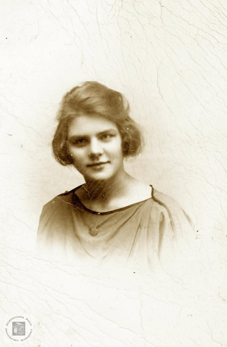 Portrett av Emma Leland. Grindheim.