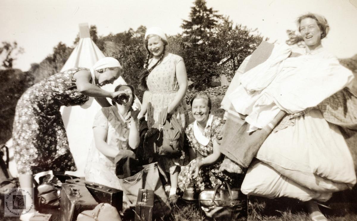 Jenter på sykkeltur. Audnedal