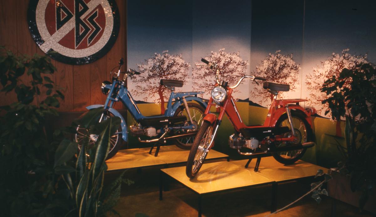 Produktfoto: utstilling av Tempolett mopeder med automatgir