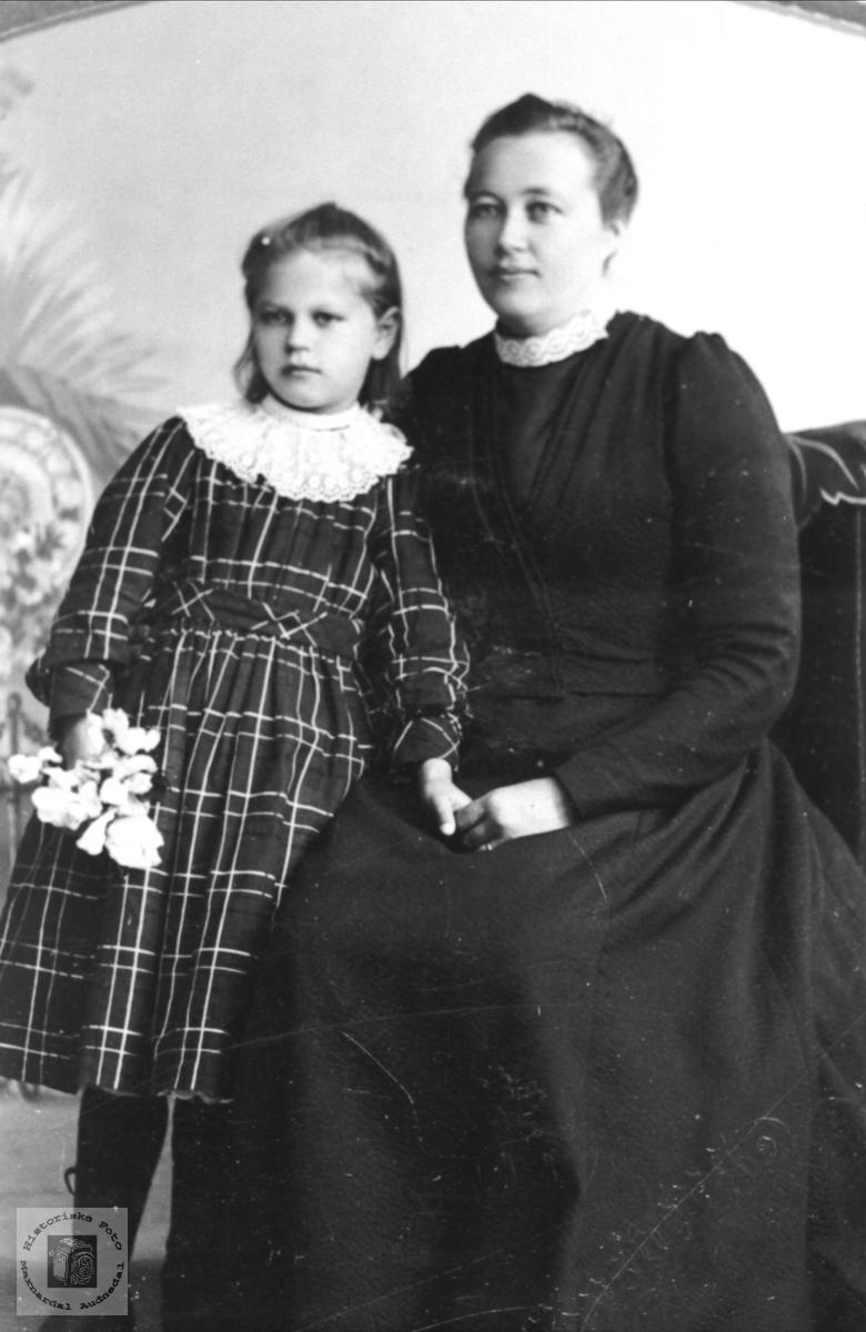 Portrett av Tomine og Anna Tomine Foss, Bjelland.