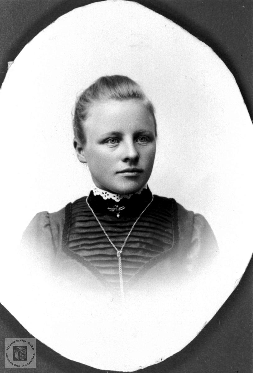 Portrett av Siri Torjusdtr. Bjerland, Bjelland.