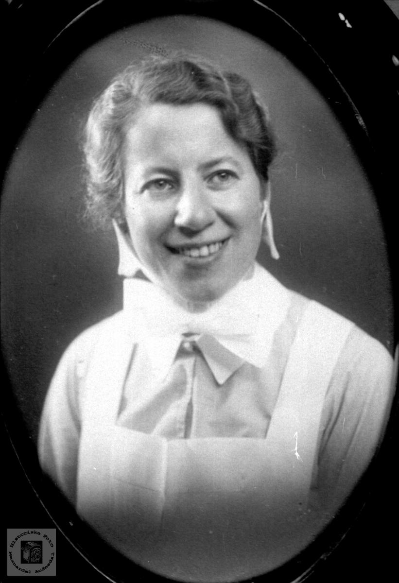 Portrett av diakonisse Thora Ågedal, Bjelland senere Audnedal.
