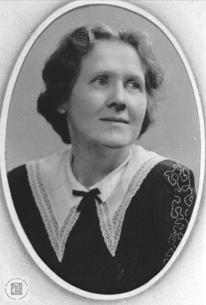 Portrett av Inger Tomine Strædet, Laudal.