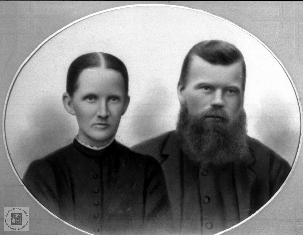 Ekteparet Anna (Regevik) og Kristen Surteland, Øyslebø.