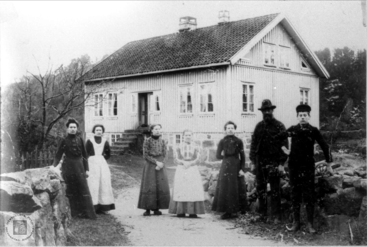 Familiebilde fra Krossen i Øyslebø.