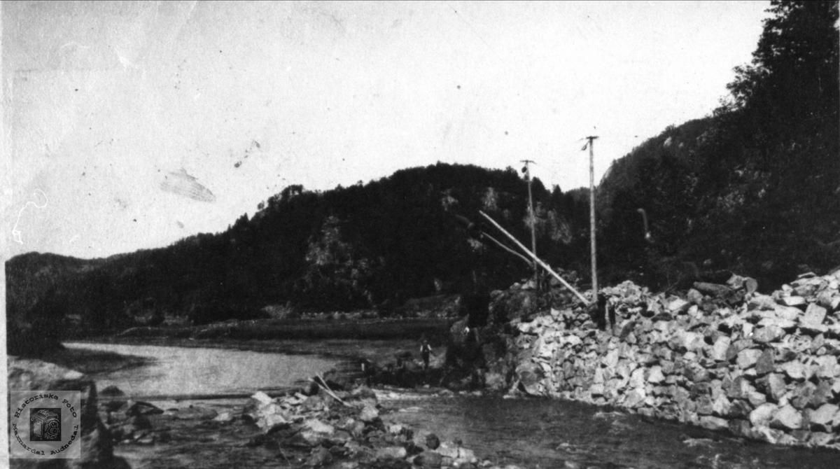 Senking av Gaupefossen i Audna nesten ferdig, Audnedal.