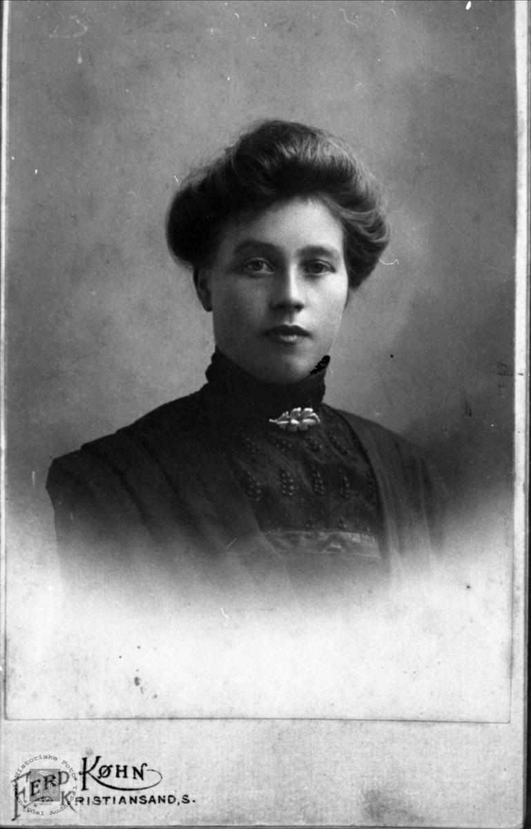 Portrett av Ingeborg Heggland, Øyslebø.
