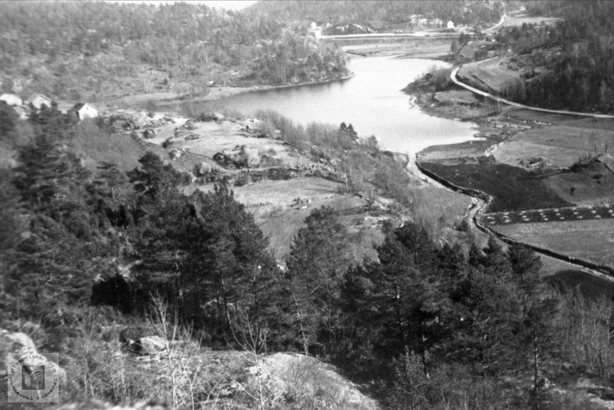 Brelandsvannet, Skaar og stasjonsområdet, Øyslebø.