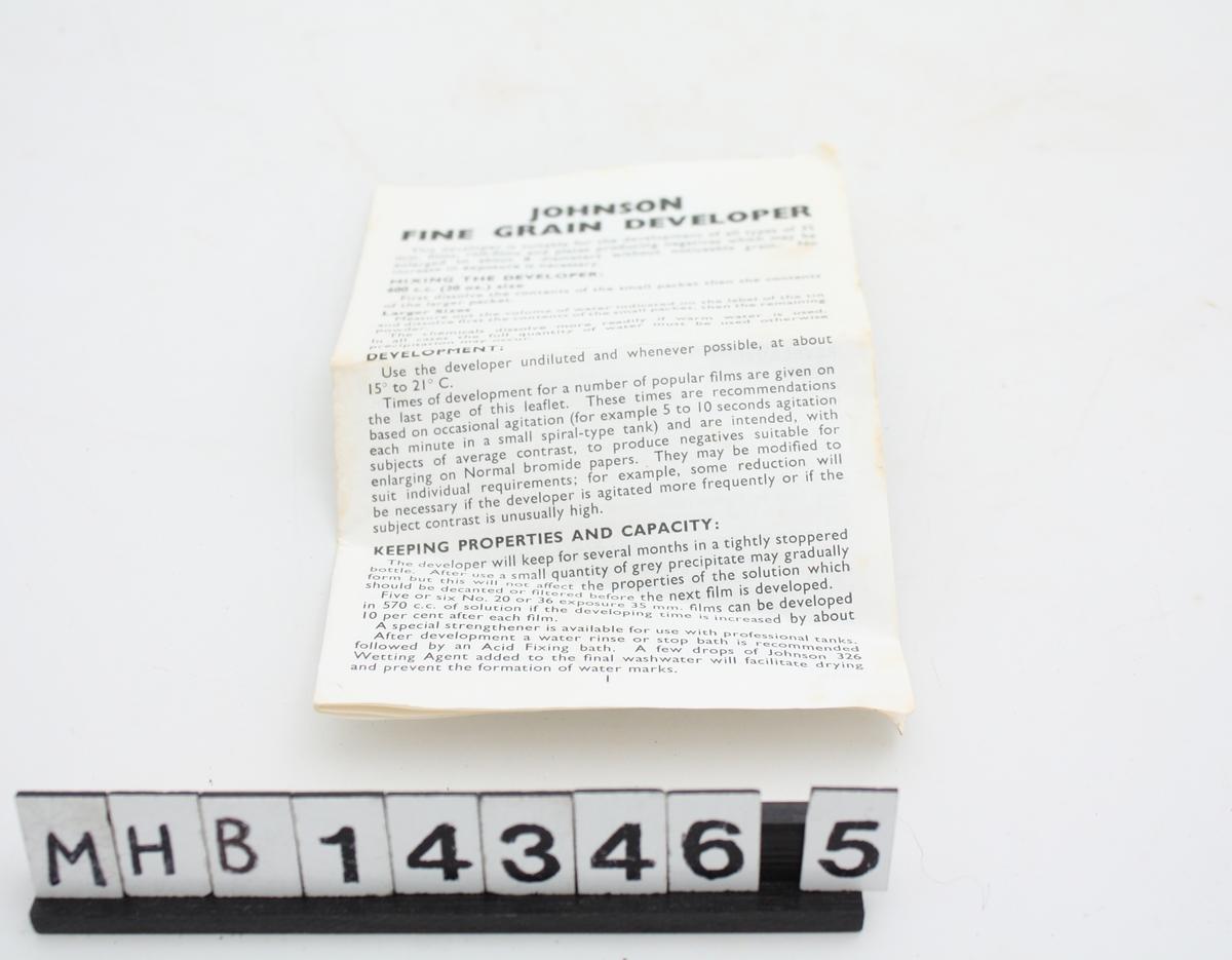 Bruksanvisningen består av en rektangulær folder med tekst.